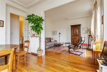 Weekly flat rental for four, furnished, in Commerce district, Paris 15th