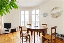 Short-term rental of a generously-sized, furnished apartment for 4 in Commerce district, Paris 15th