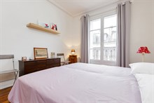 Furnished 3 room flat, equipped for 4, weekly rental in Commerce district, Paris 15th