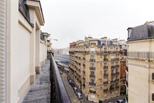 Weekly furnished apartment rental in Commerce district, comfortably sleeps 4, Paris 15th