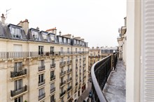 Short-term rental of a furnished 3 room apartment for 4 by Montparnasse Tower, Paris 15th