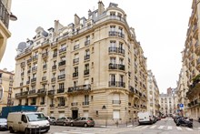 Monthly rental of a 3 room apartment for 4 in a modern building in Commerce district, Paris 15th