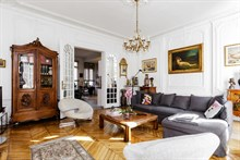 Honeymoon rental in luxurious Parisian flat in romantic, historic 8th district on Blvd Haussmann