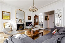 Lodging in fully furnished apartment near famous attractions, Paris 8th arrondissement