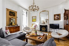 Complete Parisian Experience in 6-month rental near Eiffel Tower, fully furnished, Paris 8th