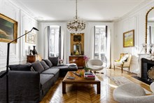 monthly rental, prestigious apartment in Paris 8th arrondissement near Champs Elysees, sleeps 2 to 4