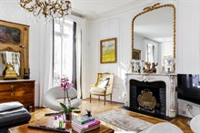 Authentic Parisian Experience in 6-month rental near best shopping, fully furnished, Paris 8th