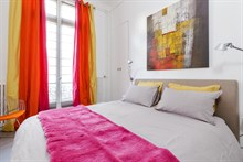 Inexpensive holiday rental for family or friends, sleeps 2 or 4 in Paris 8th
