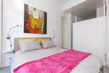Plenty of guest privacy in 1 bedroom monthly accommodation on blvd Haussmann, Paris 8th