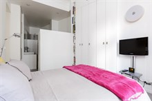 Long-term stay in luxurious Paris apartment, 4 bedrooms, extra privacy, Paris 8th