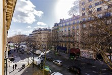 Weekly flat rental for business traveler with easy metro access in 8th arrondissement