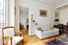 Romantic getaway in 2-person apartment in Paris 15th with spacious bedroom, monthly stays near Eiffel Tower