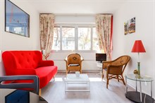 Vacation rental in Paris 6th arrondissement, long-term stays in 2-room turn-key apartment with plenty of privacy in calm area