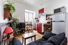 Short term 2 room apartment rental for 2 or 3 at Gambetta, Paris 20th district