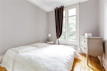 Charming 2-person apartment for rent, short-term near city attractions in Paris XX