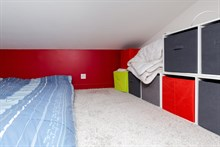 Large, furnished studio apartment for short-term accommodation, sleeps 2 to 3 in le Marais, Paris 3rd
