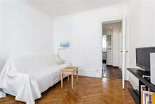 Turn-key apartment for 2 or 3 guests, walking distance to attractions, monthly rentals near Batignolles, 17th arrondissement of Paris
