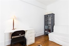 Monthly holiday rental of 2 bedroom apartment near Batignolles in Villiers Paris 17th