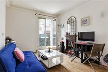 Short term apartment rental for 3 people with balcony at Daumesnil, Paris 12th