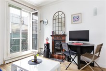 Furnished accommodation for people in Paris for short or long term w balcony near metro at Daumesnil in 12th Arrondissement