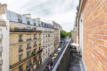 Furnished monthly apartment rental, 2 bedrooms, sleeps 3 with balcony at Daumesnil, Paris 12th