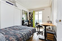 2 room, fully furnished apartment with balcony for 2 or 3 in safe neighborhood Paris 12th, Daumesnil