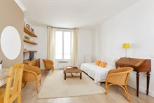 Splendid 2 room apartment near Montparnasse Tower, sleeps up to 3, Commerce, Paris 15th