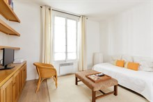 Furnished short-term rental 2-room apartment for 2 or 3 Commerce quarter, metro Motte-Picquet-Grenelle, Paris 15th