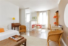 Fabulous weekly flat rental, furnished with 2-rooms Commerce quarter, metro Motte-Picquet-Grenelle, Paris 15th