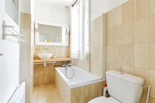 Furnished 2-room flat, equipped for 2 or 4, weekly rental Commerce quarter, metro Motte-Picquet-Grenelle, Paris 15th