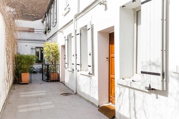 le talisman magnifique appartement de 2 pi ces rue du th tre commerce paris 15 me my. Black Bedroom Furniture Sets. Home Design Ideas