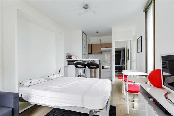 desnouettes spacieux studio de 28 m2 avec balcon terrasse convention paris 15 me my paris. Black Bedroom Furniture Sets. Home Design Ideas