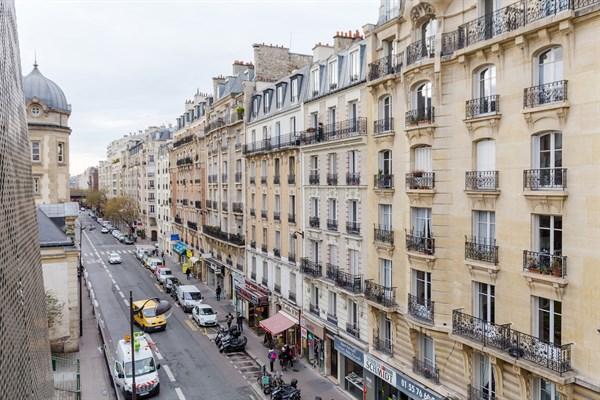 Desnouettes spacieux studio de 28 m2 avec balcon terrasse convention paris 15 me my paris - Location meublee temporaire paris ...