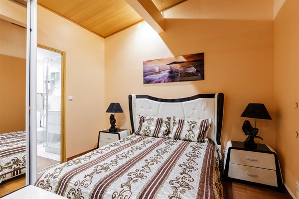 lincoln superbe f2 refait neuf pour 4 6 personnes dans le triangle d 39 or paris 8 me my. Black Bedroom Furniture Sets. Home Design Ideas