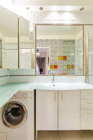 ponthieu f2 moderne pour 2 ou 4 rue de ponthieu dans le triangle d 39 or paris 8 me my paris agency. Black Bedroom Furniture Sets. Home Design Ideas