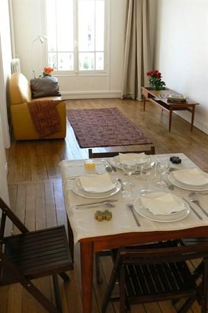le b rault appartement de 2 pi ces meubl et moderne louer l 39 ann e b rault vincennes. Black Bedroom Furniture Sets. Home Design Ideas