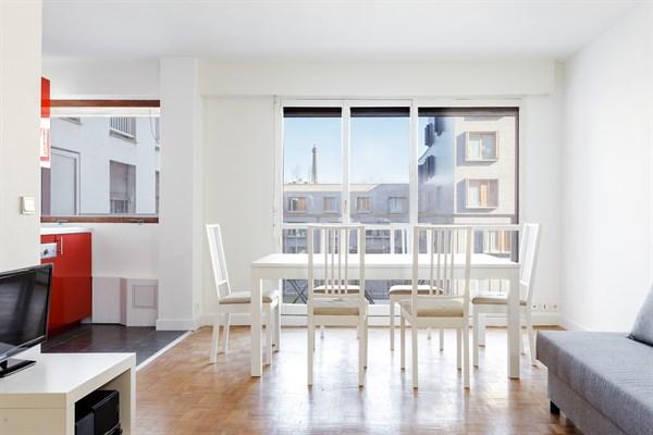 le cevennes f3 refait neuf avec balcon vue tour eiffel boucicaut paris 15 me my paris agency. Black Bedroom Furniture Sets. Home Design Ideas