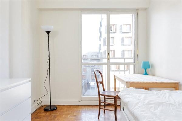 Le cevennes f3 refait neuf avec balcon vue tour eiffel for Chambre au mois paris