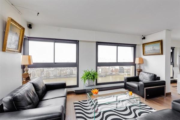Le beaugrenelle immense appartement de 2 pi ces design for Location appartement design