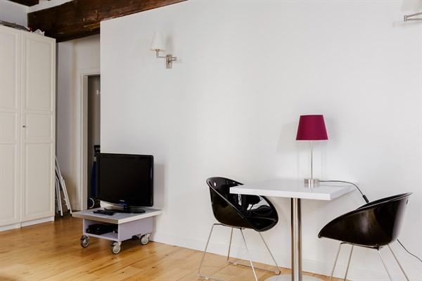 ma tre albert spacieux studio pour 2 coeur du quartier latin maubert mutualit paris 5 me. Black Bedroom Furniture Sets. Home Design Ideas