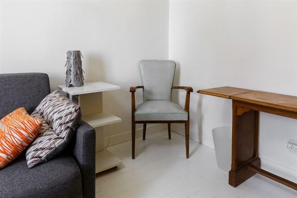 le commandant studio design et color r cemment refait neuf louer au mois montsouris. Black Bedroom Furniture Sets. Home Design Ideas
