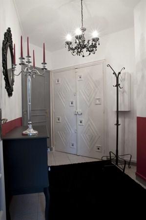 the suite grand studio louer en courte dur e avec vue tour eiffel my paris agency. Black Bedroom Furniture Sets. Home Design Ideas