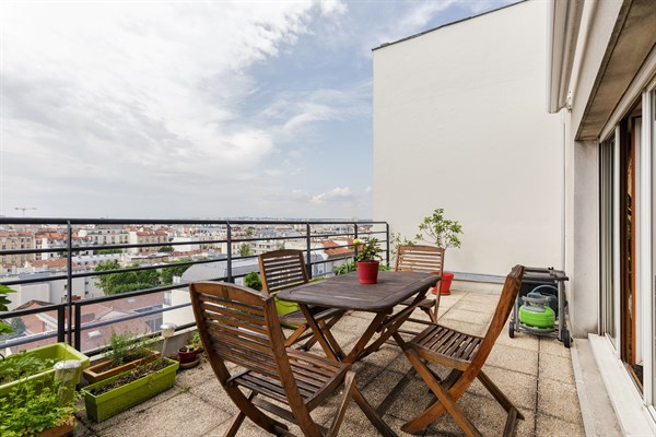 Le montrouge appartement moderne de 2 chambres avec - Nid rouge lincroyable appartement paris ...