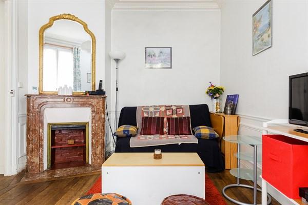 dalida bel appartement de 2 pi ces pour 4 deux pas de la place de clichy paris 18 me my. Black Bedroom Furniture Sets. Home Design Ideas