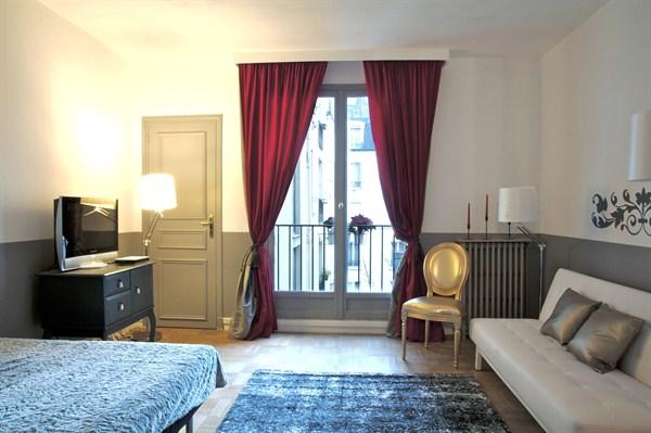 The suite grand studio louer en courte dur e avec vue for Location meuble courte duree