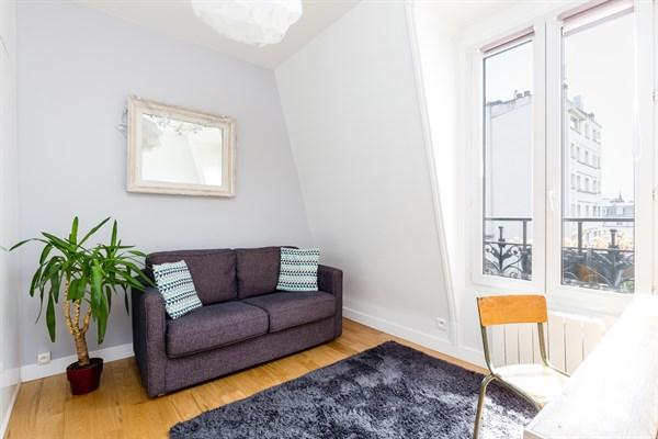 le cottage appartement de 3 pi ces moderne avec vue tour eiffel montparnasse paris 15 me. Black Bedroom Furniture Sets. Home Design Ideas