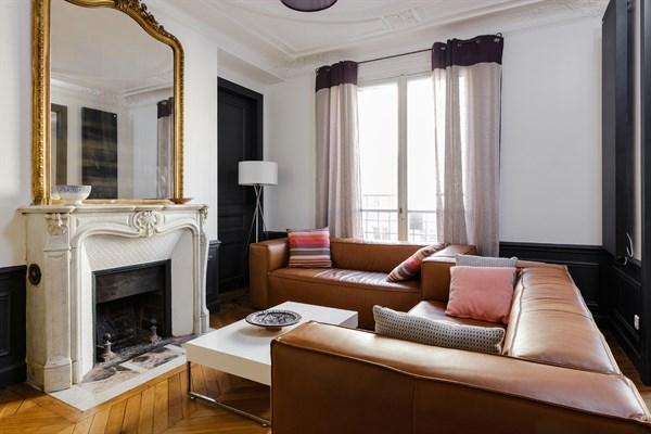 abel superbe f2 design pour 2 personnes en face de gare de lyon paris 12 me my paris agency. Black Bedroom Furniture Sets. Home Design Ideas
