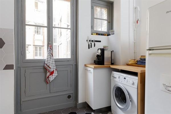 Abel superbe f2 design pour 2 personnes en face de gare - Paris location meublee courte duree ...