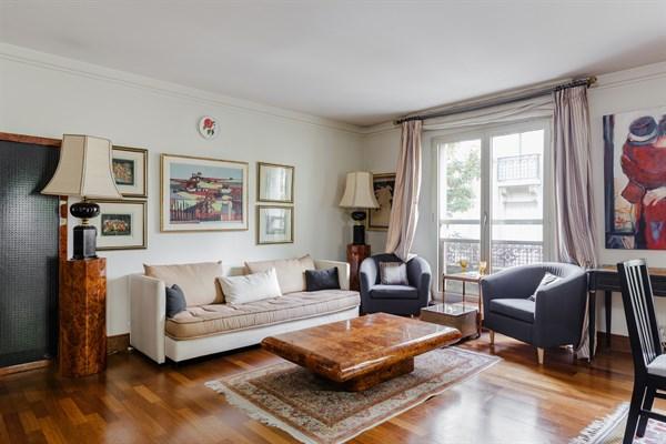 le congr s superbe appartement de 2 pi ces la d coration raffin e porte maillot paris. Black Bedroom Furniture Sets. Home Design Ideas