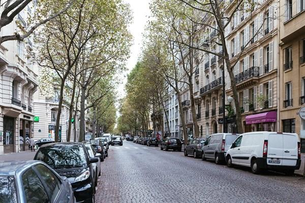 Le longchamp splendide appartement de 2 chambres avenue victor hugo troca - 16 avenue victor hugo ...